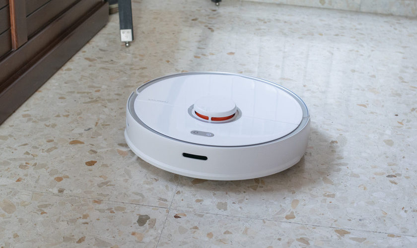 1593114247 This Roborock S5 Max vacuum cleaner robot also scrubs is