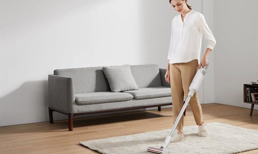 1617462803 Mi Vacuum Cleaner Light Xiaomis Dyson type vacuum cleaner at a