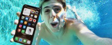 Can iPhone 12 go underwater?