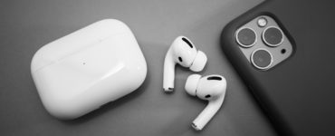 Can iPhone 12 reverse AirPods?
