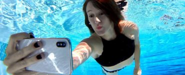 Can you take pictures underwater with iPhone 11?