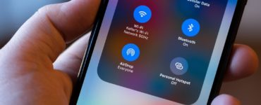 How do I AirDrop from iPhone to iPad?