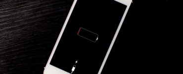 How do you know if your iPhone battery is completely dead?