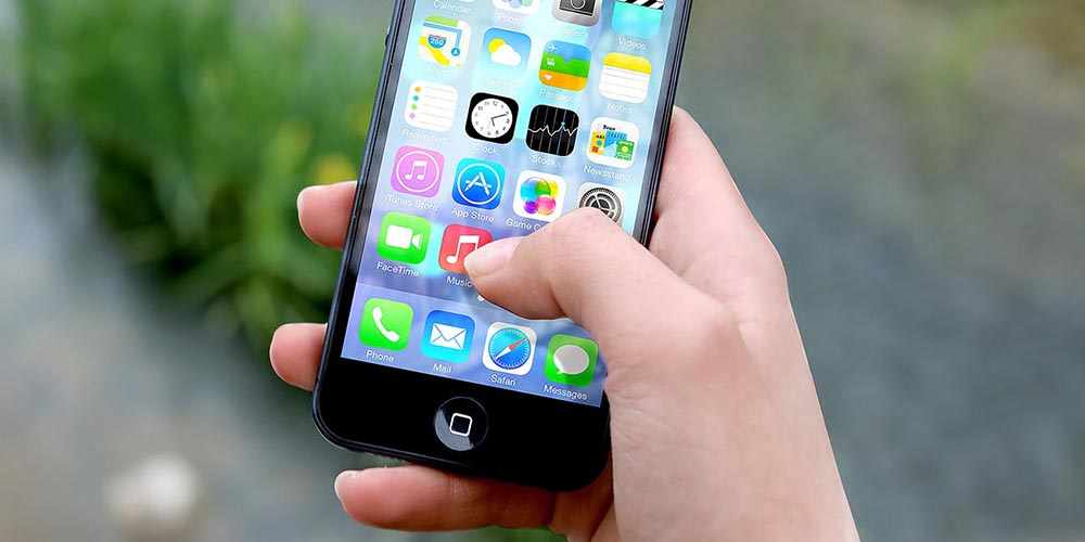 What are the disadvantages of iPhone 12?