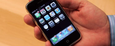 What are the disadvantages of iPhone?